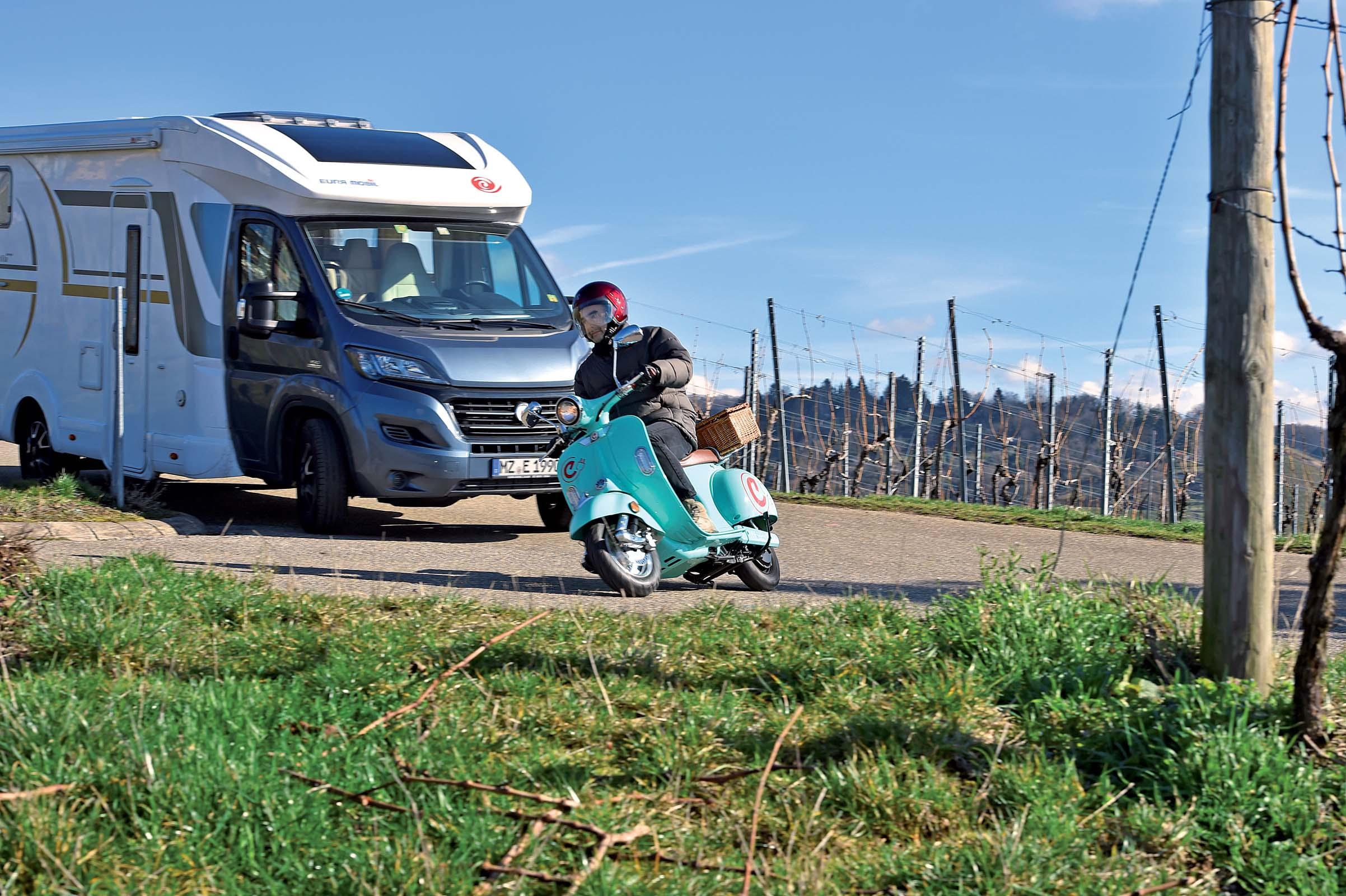 Kleiner Kühlschrank Roller : Je roller desto doller seite von reisemobil international