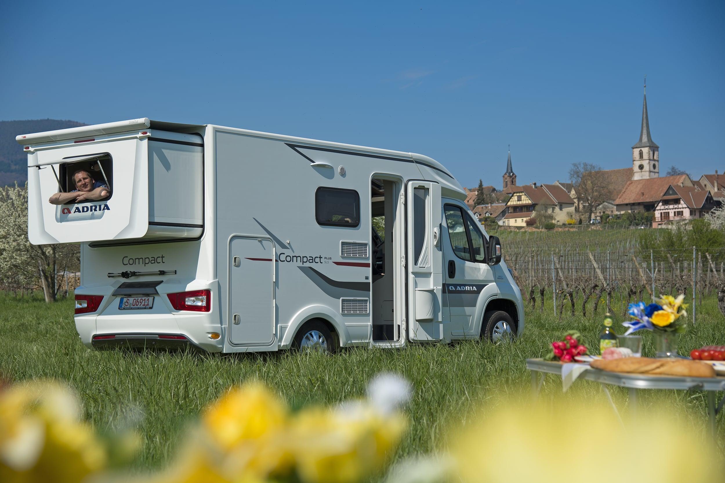 adria compact sls im test reisemobil international. Black Bedroom Furniture Sets. Home Design Ideas