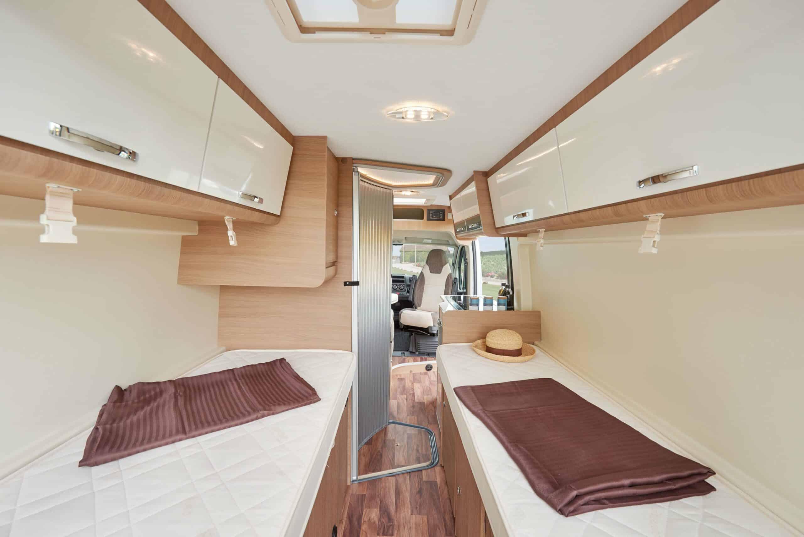 kastenwagen unter 6 meter mit l ngsbetten reisemobil internationalreisemobil international. Black Bedroom Furniture Sets. Home Design Ideas
