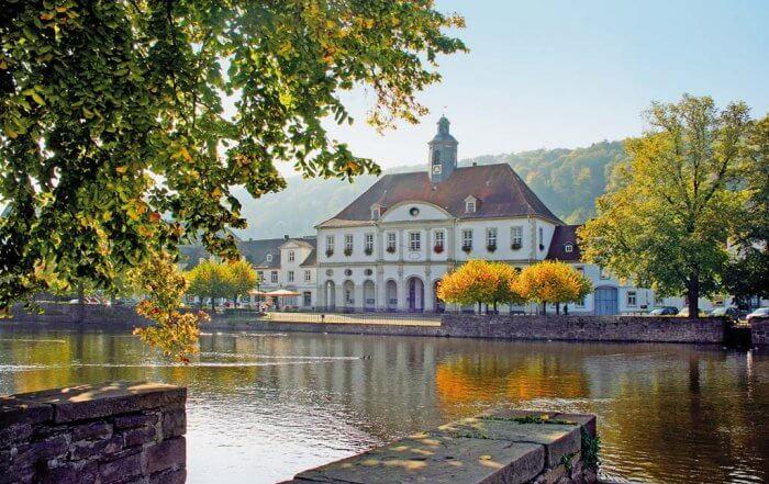Bad Karlshafen Rathaus direkt am Hafen