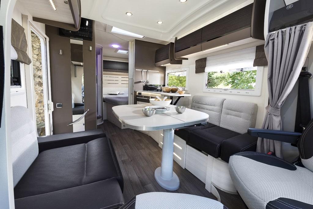 Challenger: Dank Smart Lounge mehr Platz im Wohnmobil.