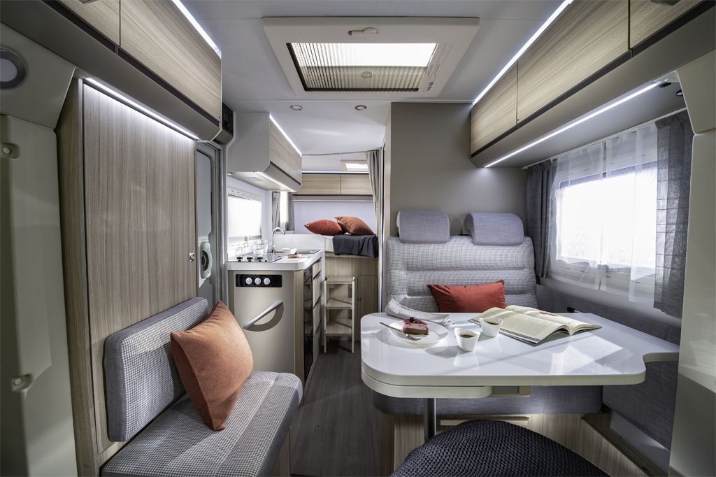 Teilintegrierte Wohnmobile bis sechs Meter Länge: Adria Compact SP