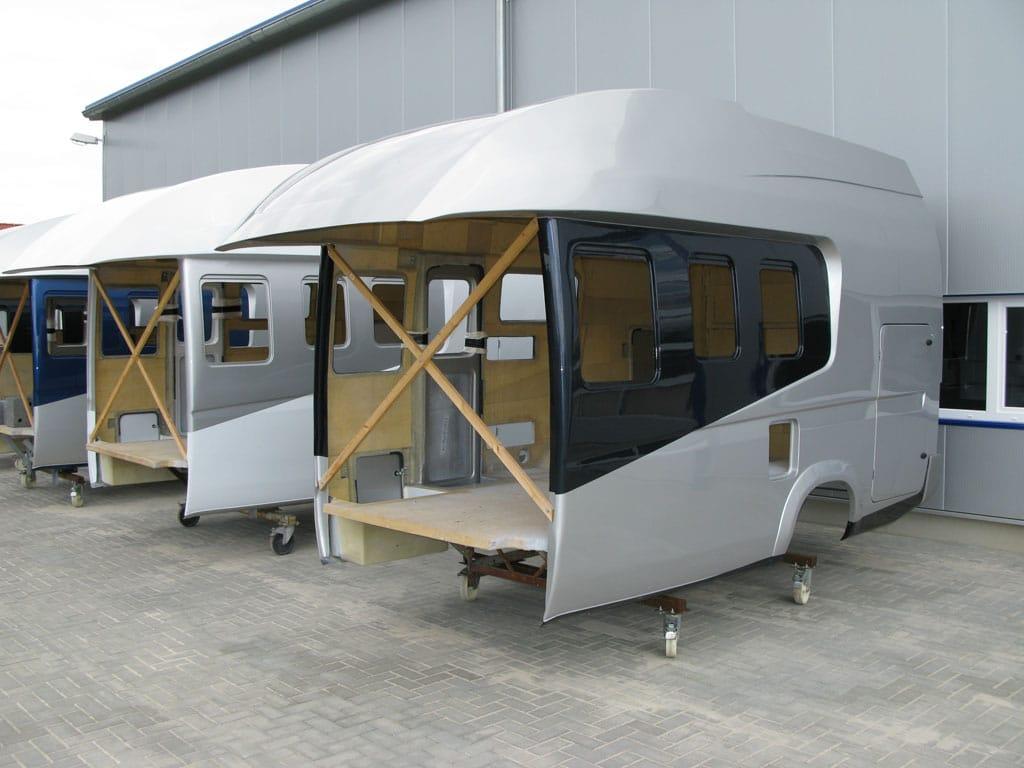 Aufbau und Produktion von Wohnmobil-Kabinen - Reisemobil International