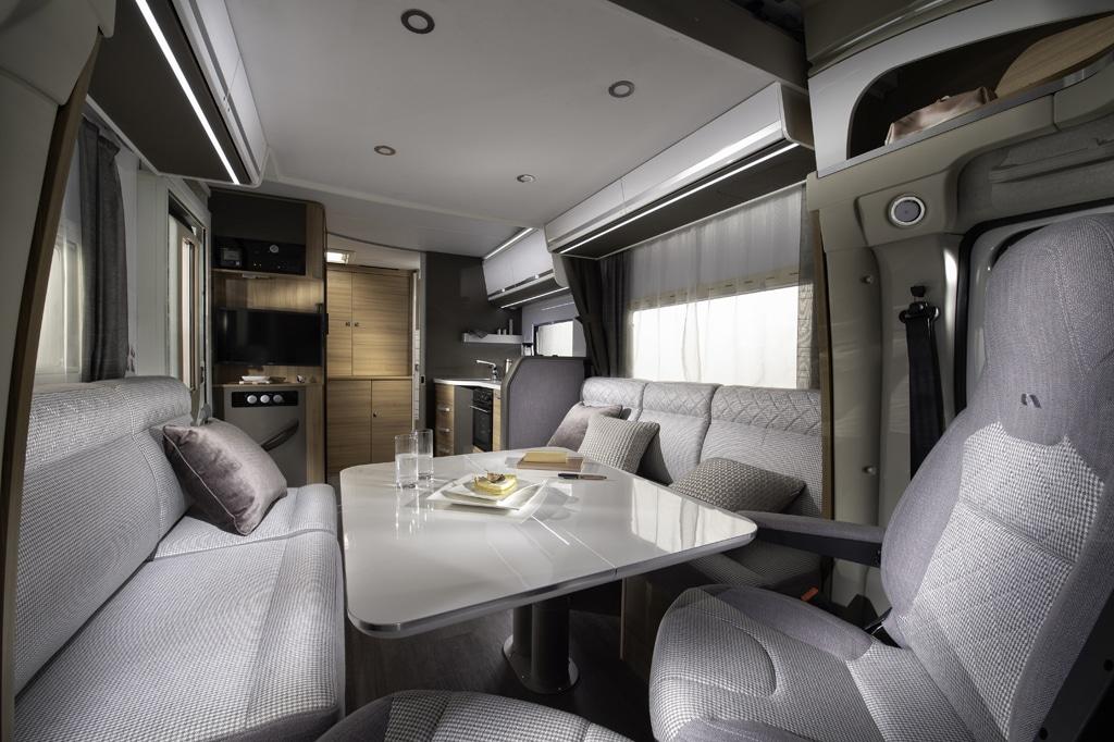 Wohnmobile mit Face-to-Face-Sitzgruppe und Heckbad: Adria Matrix Axess 600 DT